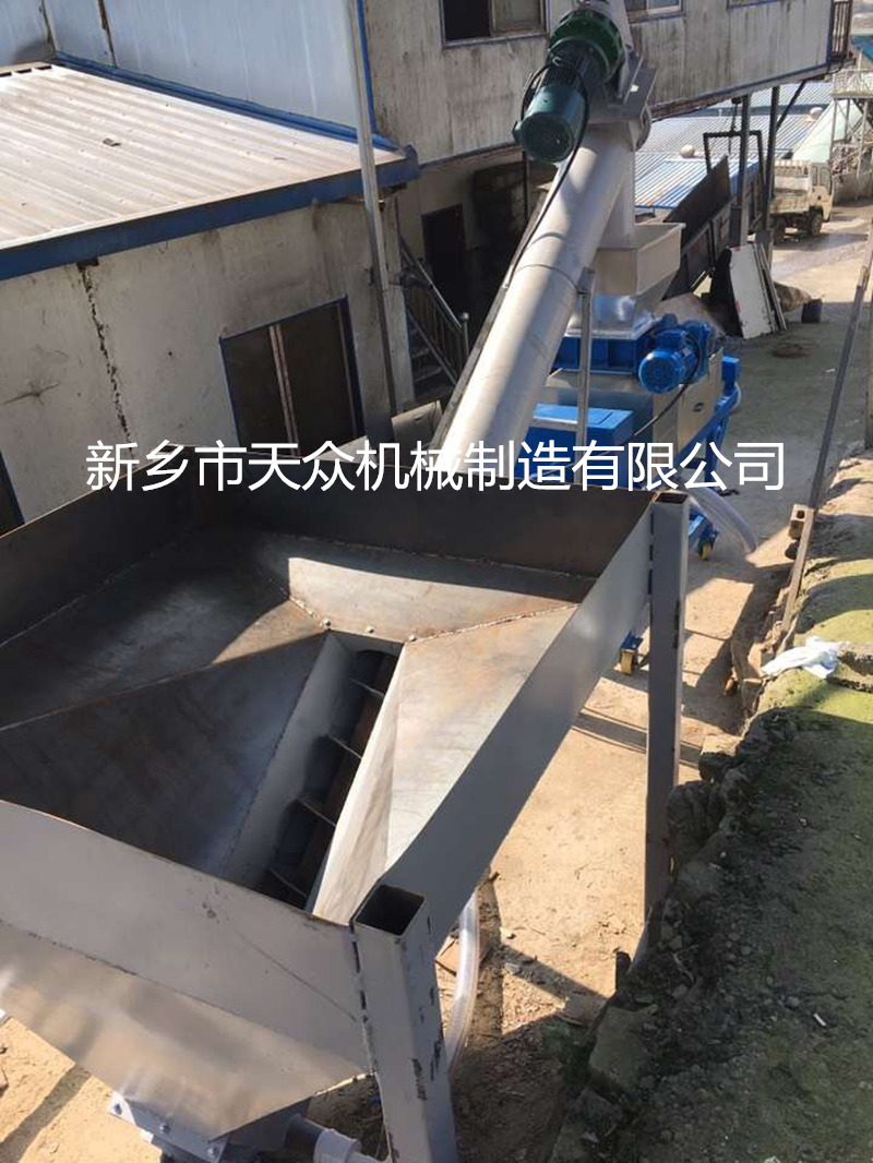 YZJ-5餐厨垃圾的脱水现场